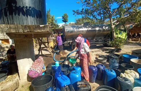 Dinsos NTB Distribusikan 235 Ribu Liter Air Bersih ke Masyarakat Terdampak Kekeringan